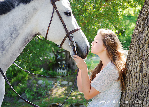 a girl kissing her horse for her senior portraits in granite bay