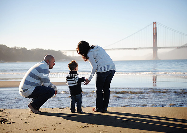 golden gate bridge family portrait at the beach