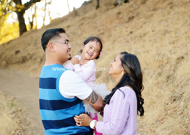 fun natural candid family portraits