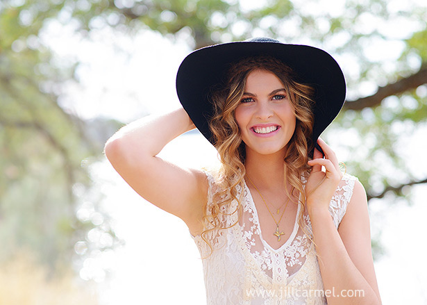 lace dress and black floppy hat look bohemian for senior portraits