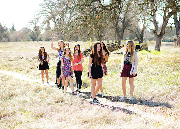 natural candid group picture for teenage birthday shoot
