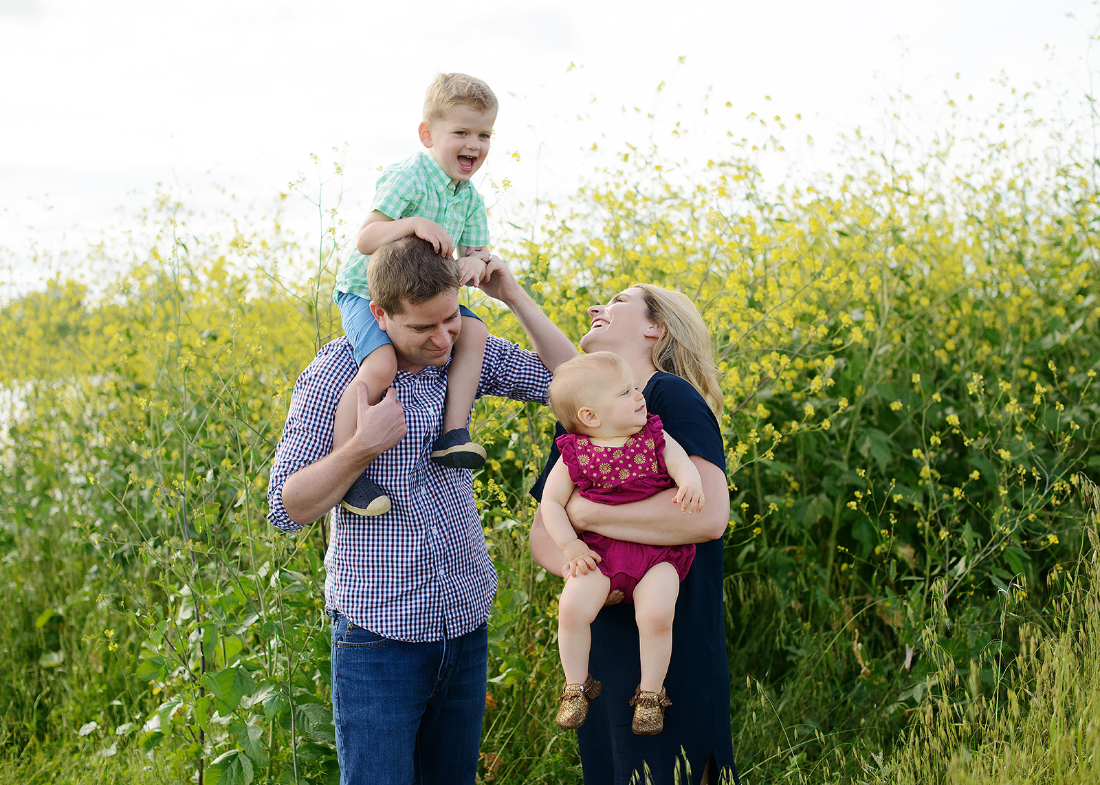 candid honest family photography infront of yellow mustard for spring family pictures in west sacramento