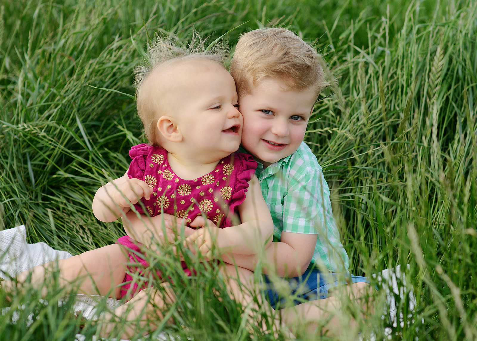 spring sibling photographs in west sacramento