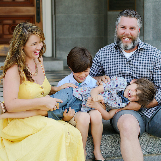 Family photo session with laughs and a yellow dress