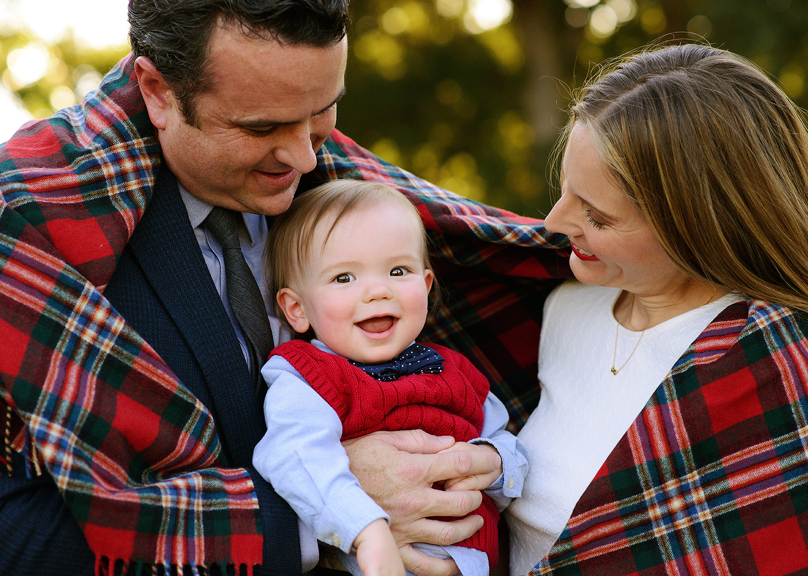 davis arboretum family portraits with a plaid blanket for fall pictures with photographer jill carmel