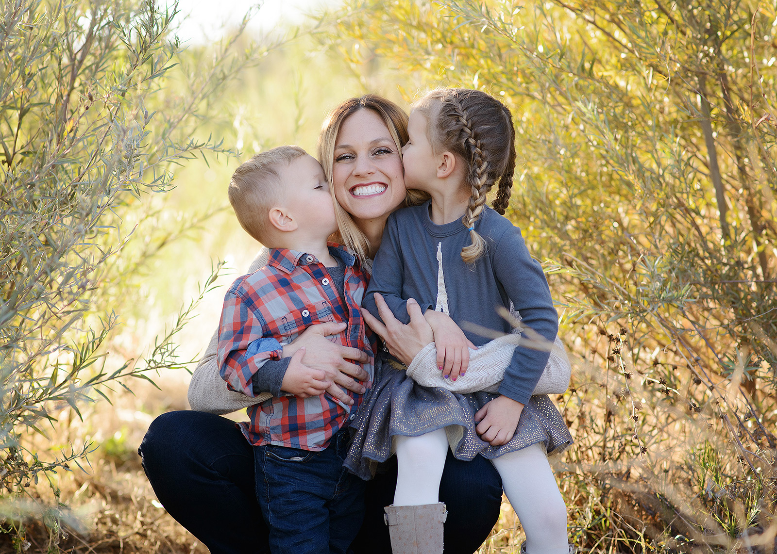 gibson ranch family portraits with mom for fall pictures with photographer jill carmel
