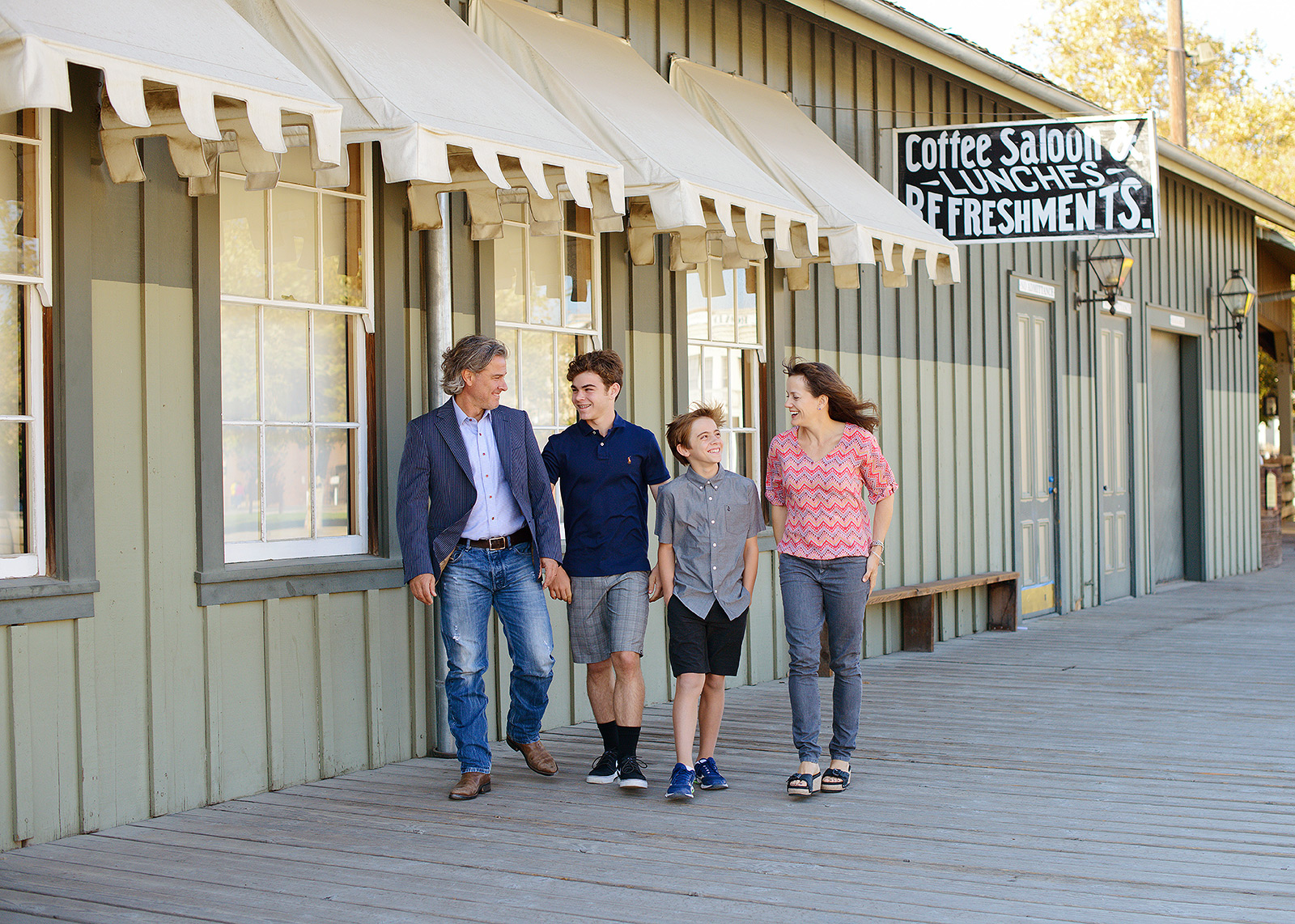 old Sacramento family portraits in dark wardrobe for fall pictures with photographer jill carmel