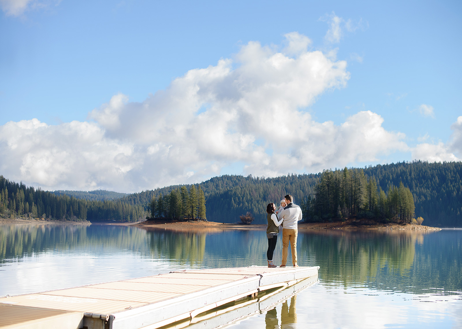 Scenic Family Photos Landscape by Lake in Pollock Pines