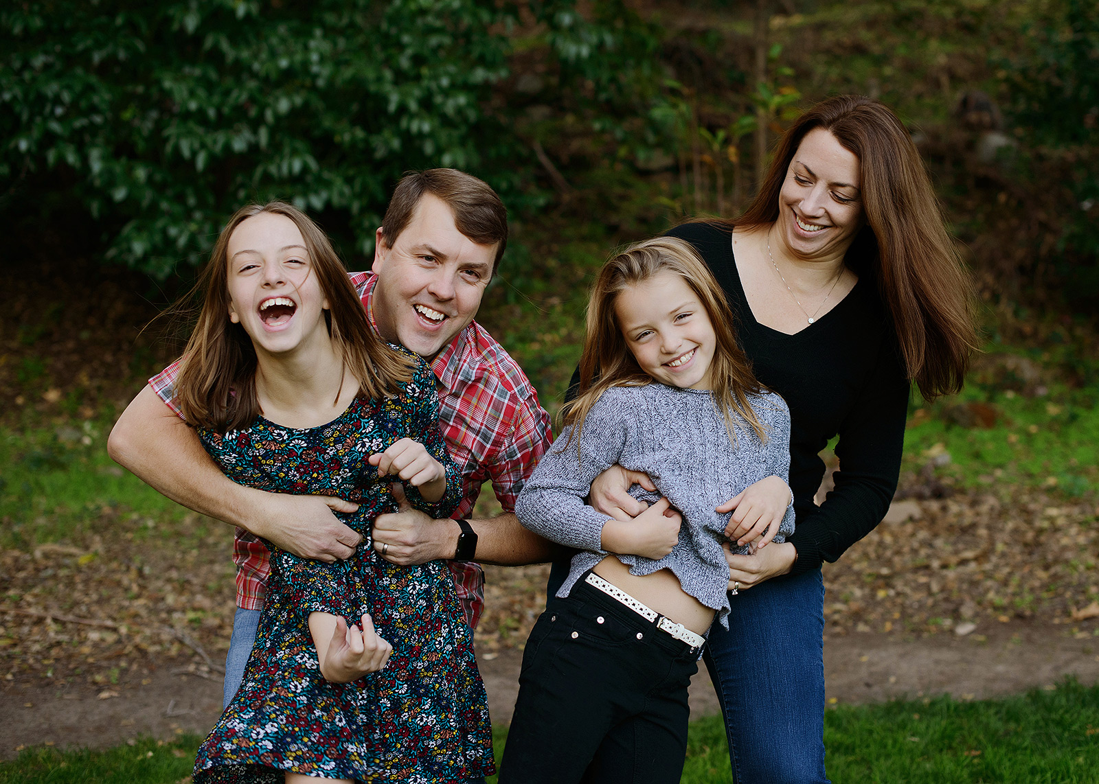 Happy family photo in Saratoga outdoors during fall