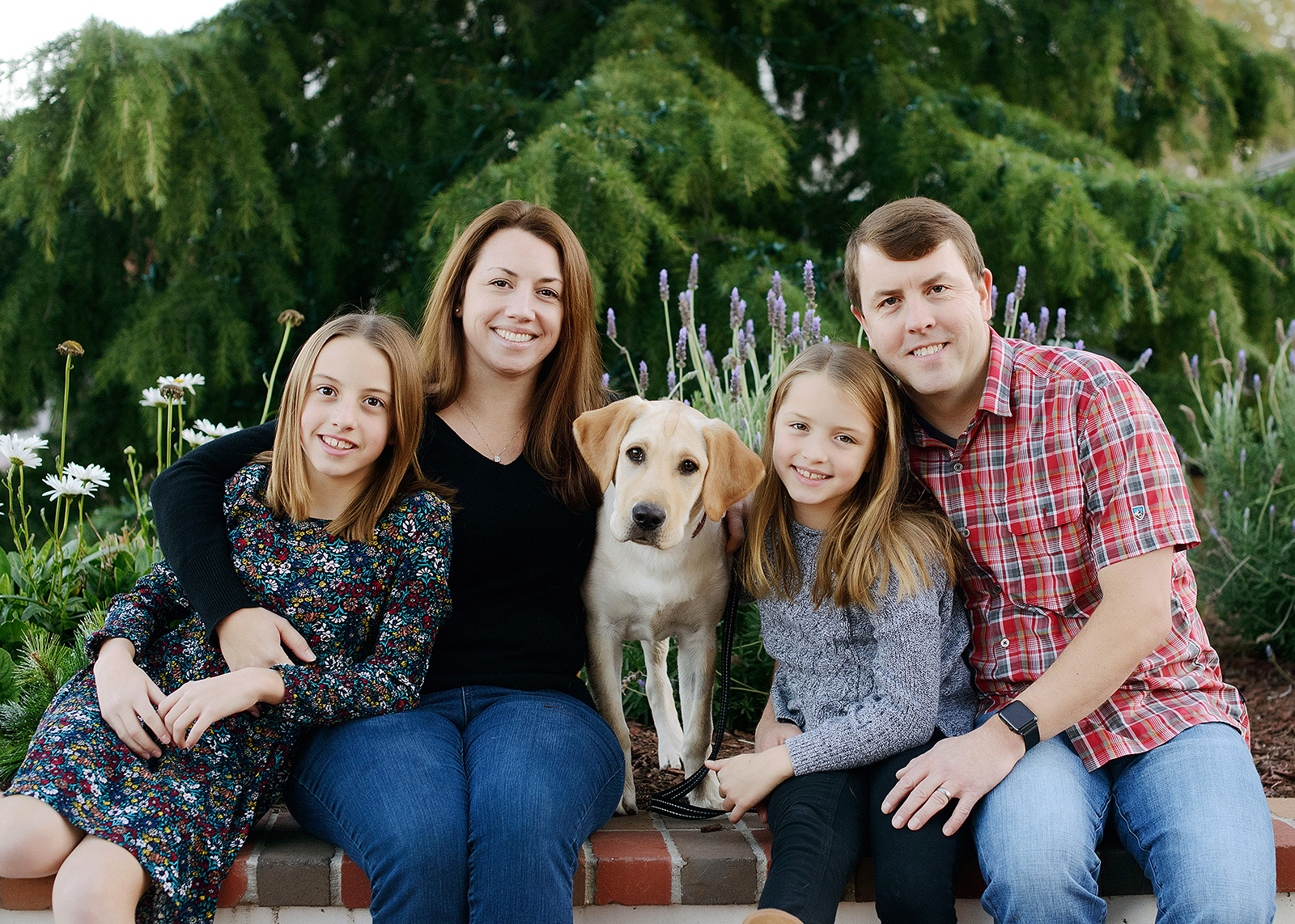 Family photo with yellow labrador outdoors in Saratoga